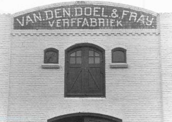 De verffabriek Van den Doel & Fray aan de 3e van der Kunstraat in 1990. Even later verhuisde het bedrijf naar Veenendaal en werd daarna onderdeel van Sigma Coatings.