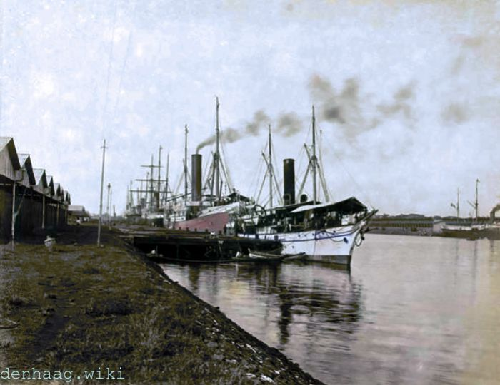 Louis Couperus arriveerde op 6 april 1899 om 12.00 uur met de boot 'La Seyne' in de haven van Tandjong Priok (Indië).